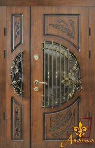 Двері з кованим виноградом